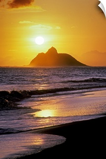 Hawaii, Oahu, Kailua, Lanikai Beach, Sunrise Over Mokulua Island