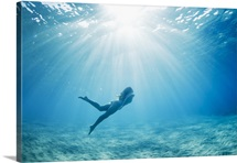 Hawaii, Maui, Makena, Young woman enjoys a swim in the ocean