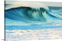 Hawaii, Oahu, Beautiful Wave Breaking