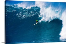 Hawaii, Oahu, North Shore, Waimea, Surfer Riding Wave
