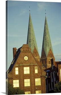 Germany, Lubeck, St. Marien church and twin towers behind houses