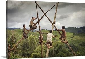 Laos luang namtha akha tribesmen construct their village for Swingvillage