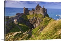 Northern Ireland, Great Britain, Antrim, Dunluce Castle ruins, Causeway Coast