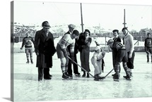 Vingate photo of people playing ice hockey, Toronto