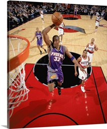 Amare Stoudemire 32 of the Phoenix Suns dunks against the Portland Trail Blazers