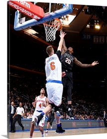 Archie Goodwin of the Phoenix Suns dunks against Kristaps Porzingis
