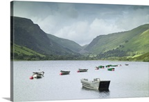 Boats moored on Tal y llyn lake with Snowdonia behind, Gwynedd, Wales, UK