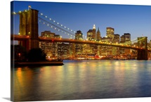 Brooklyn Bridge and New York City buildings at night