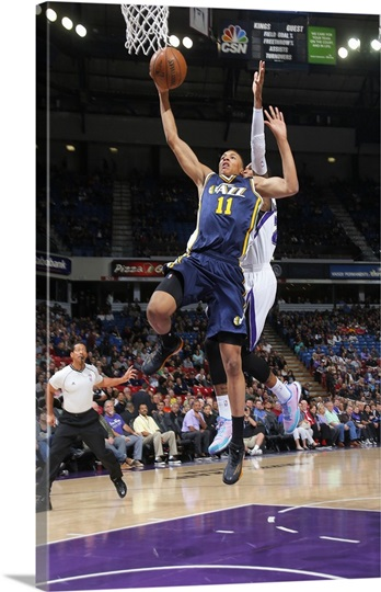 dante exum of the utah jazz goes up for the dunk against