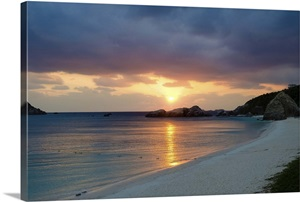 Deserted tropical island beach at sunset, Okinawa Photo ...