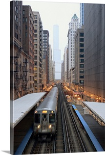Elevated rail in downtown Chicago over Wabash and Trump Tower in background.