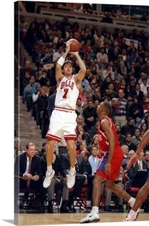 Forward Toni Kukoc of the Chicago Bulls shoots a jump shot