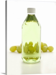 Grapeseed oil with grapes behind it