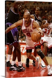 Guard Ron Harper of the Chicago Bulls during a game against the Sacramento Kings