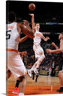 Jon Leuer 30 of the Phoenix Suns shoots against the Los Angeles Clippers