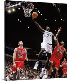 Kevin Garnett 21 of the Minnesota Timberwolves lays up a shot