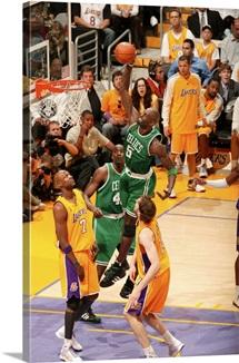 Kevin Garnett of the Boston Celtics dunks against Lamar Odom