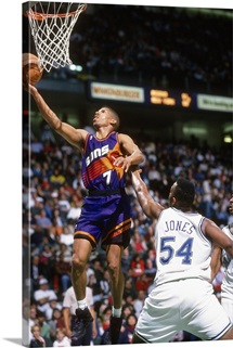 Kevin Johnson 7 of the Phoenix Suns lays the ball up