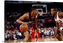 Kevin Johnson 7 of the Phoenix Suns looks to make a play against the Chicago Bulls