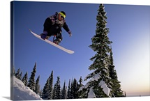 Man snowboarding