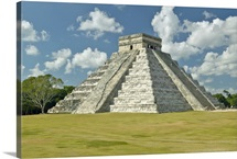 Mayan Pyramid of Kukulkan and ruins at Chichen Itza, Yucatan Peninsula, Mexico