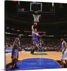 Shawn Marion 31 of the Phoenix Suns drives to the basket for a dunk