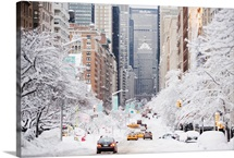 USA, New York City, Park Avenue in winter