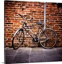 Vintage bicycle leaning against brick wall