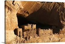 Ancient Navajo cliff dwellings in Canyon de Chelly