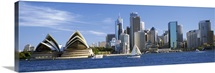 Australia, New South Wales, Sydney, Sydney harbor, View of Sydney Opera House and city