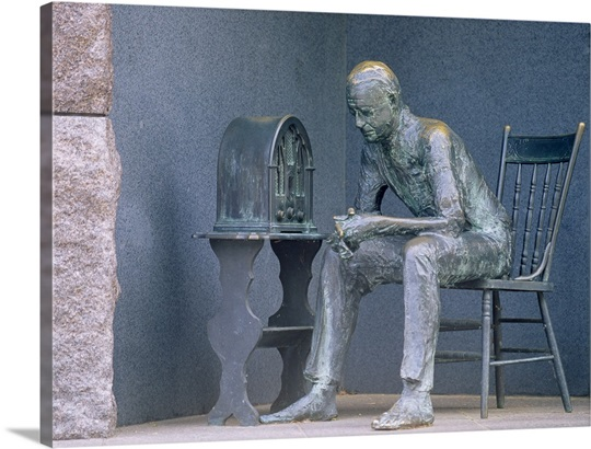 Bronze statue of a man listening to radio during great depression, Franklin Delano Roosevelt Memorial, Washington DC