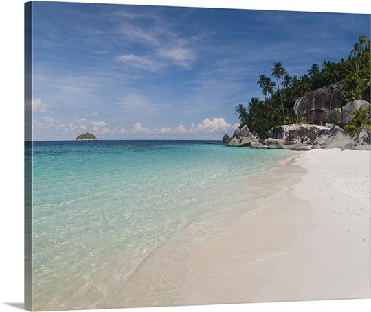 Malaysia Beaches: Rocks On The Beach, Pulau Dayang Beach, Malaysia Photo
