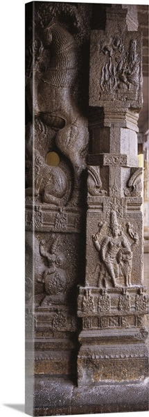 Sculptures carved on the column of temple, Sri Ekambaranathar Temple, Kanchipuram, Tamil Nadu, India