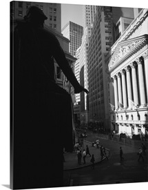 Silhouette of George Washington statue in front of a financial building, New York Stock Exchange, Wall Street, Times Square, Manhattan, New York City, New York State