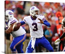 Bills EJ Manuel throws to an open receiver, Bills and Buccaneers game, 2013