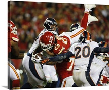 Jamaal Charles dives to the end zone, Chiefs and Broncos game, Dec. 1, 2013