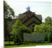 Niagra Pictures Front Campus Sign to Niagara University