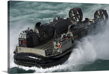 A US Navy Landing Craft Air Cushion heading to the Kuwait Naval Base