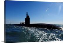 Attack submarine USS Scranton pulls into Augusta Bay