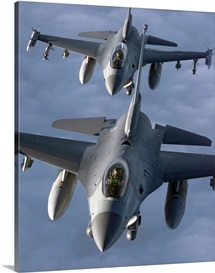 Two F16 Fighting Falcons fly in formation