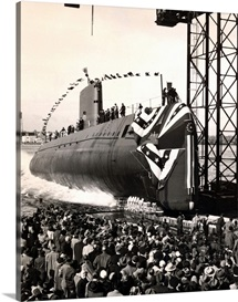 USS Nautilus slips into the Thames River