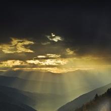 North Carolina, Great Smoky Mountains. Sunrise light beams