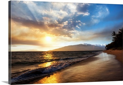 A Sunset View With Soft Water From North Kihei, Maui, Hawaii