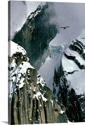 Glacier pilot and plane in AK Range Mooses Tooth