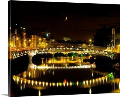 Ha'penny Bridge, River Liffey, Dublin, Ireland