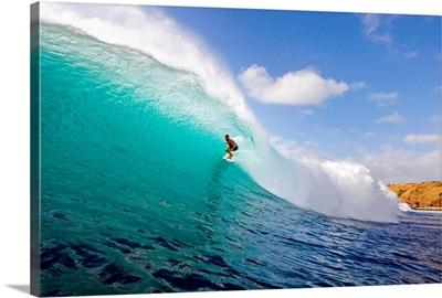 Hawaii, Maui, Kapalua, Surfer Tides Perfect Wave At Honolua Bay