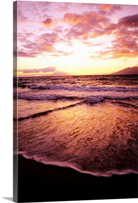 Hawaii, Maui, Wailea Beach At Sunset, Pink Clouds And Reflections On Water