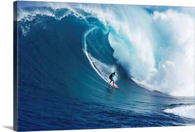 Hawaii, Maui, Yuri Farrant Surfs Huge Wave At Jaws, Aka Peahi