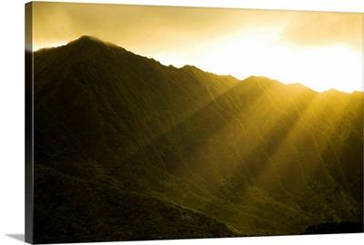 Hawaii, Oahu, Kualoa Ranch, Sunlight Shining Over Ko'olau Mountains