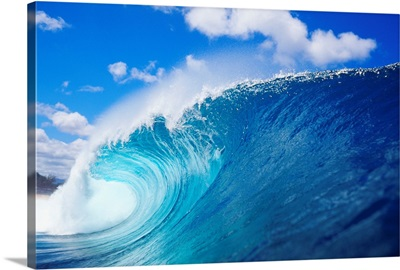 Hawaii, Oahu, North Shore, Curling Wave At World Famous Pipeline